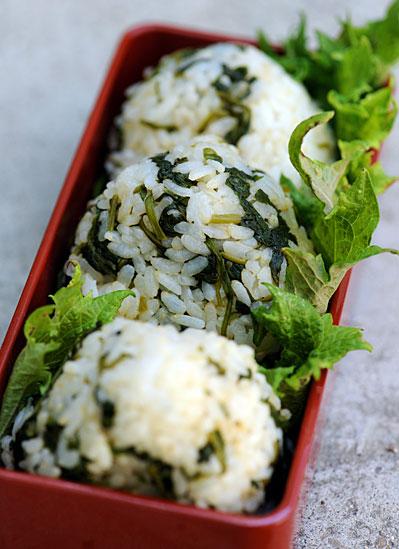 spicy-radish-leaf-onigiri.jpg